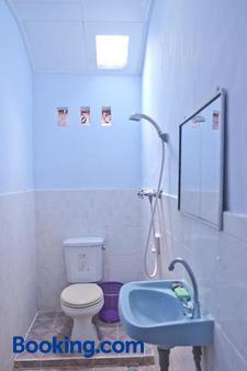 Madra Homestay - Ubud - Bathroom