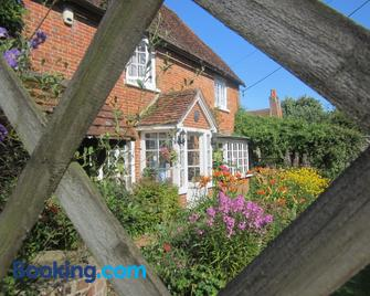 Vine Cottage - Farnham - Building