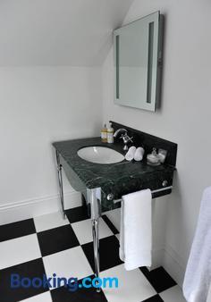 Suenos Guesthouse - Southend-on-Sea - Bathroom