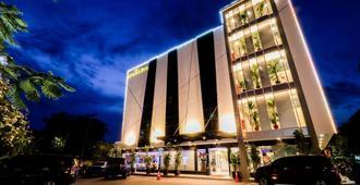 Lovina Inn Batam Center - באטאם קוטה