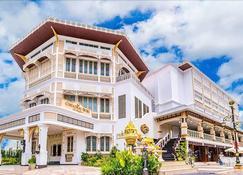 Chuchai Buri Sri Amphawa - Amphawa - Building