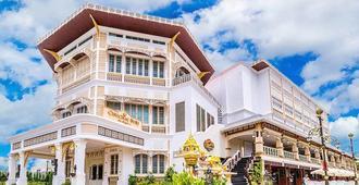 Chuchai Buri Sri Amphawa - Amphawa - Edificio