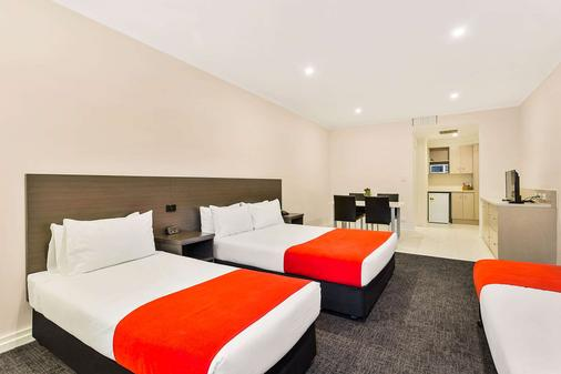 Quality Hotel Manor - Melbourne - Bedroom