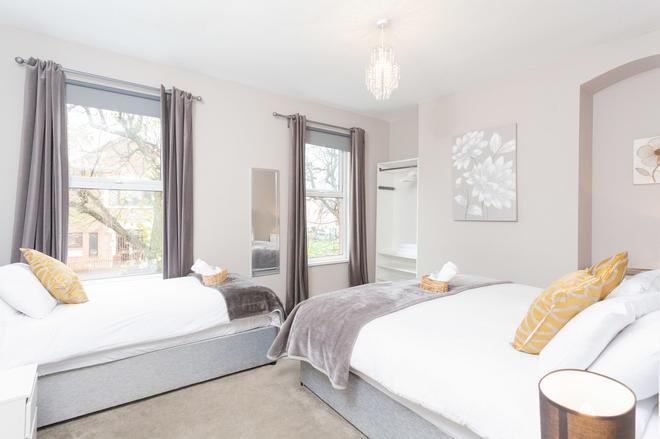 92 Templemore Ave Guest house - Belfast - Bedroom