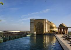 The Leela Palace New Delhi - New Delhi - Bể bơi