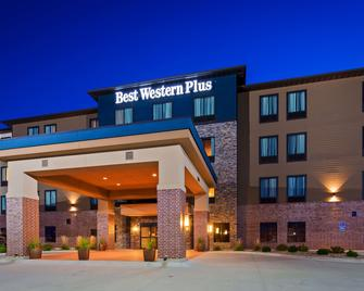 Best Western PLUS Lincoln Inn & Suites - Lincoln - Building