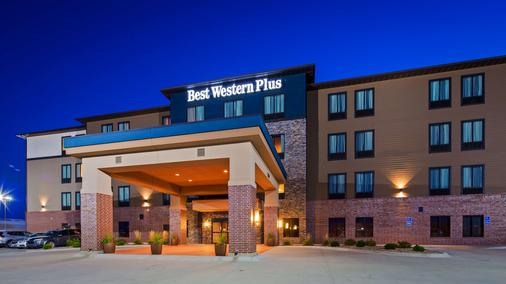 Best Western PLUS Lincoln Inn & Suites - Lincoln - Bâtiment