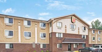 Super 8 by Wyndham Baltimore/Essex Area - Baltimore - Building