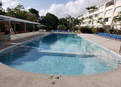جولدن فيو أبارتمنتس - Saint James - حوض السباحة