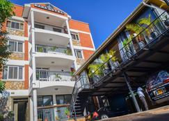 Dana Hotel - Kampala - Edificio