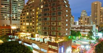 Golden Tulip Mandison Suites - Bangkok - Building