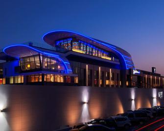 Radisson Blu Hotel, Kuwait - Kuwait City - Building
