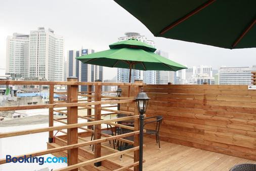 Crib49 Guest House - Seoul - Balcony