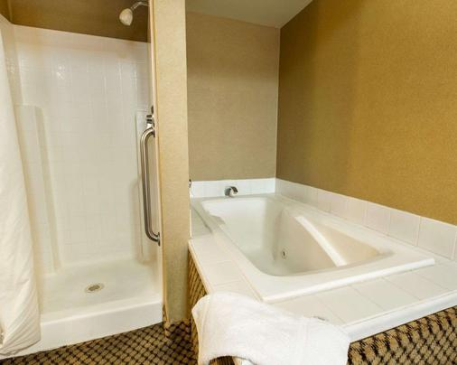 Comfort Inn Moreno Valley near March Air Reserve Base - Moreno Valley - Bathroom