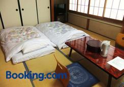 西宮荘酒店 - 富士河口湖 - 臥室