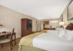 Ramada by Wyndham Saginaw Hotel & Suites - Saginaw - Schlafzimmer
