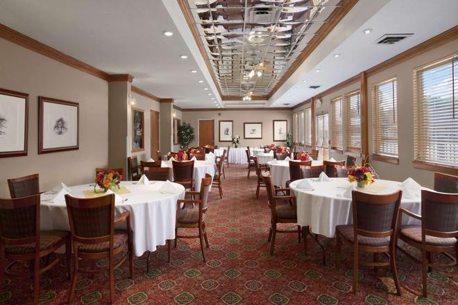 Ramada by Wyndham Saginaw Hotel & Suites - Saginaw - Bankettsaal