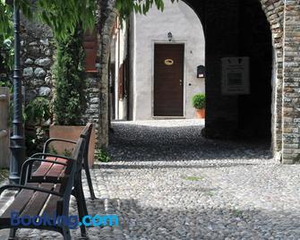 Bed & Breakfast Castello - Padenghe sul Garda - Building