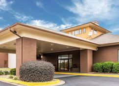 Quality Suites Convention Center - Hickory - Rakennus