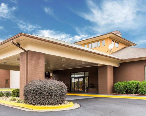 Quality Suites Convention Center - Hickory - Building