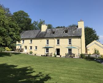 Ty Mawr Country Hotel - Carmarthen - Building