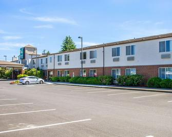 Quality Inn and Suites Longview Kelso - Longview - Building