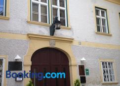 Schloss Gumpoldskirchen - Gumpoldskirchen - Building