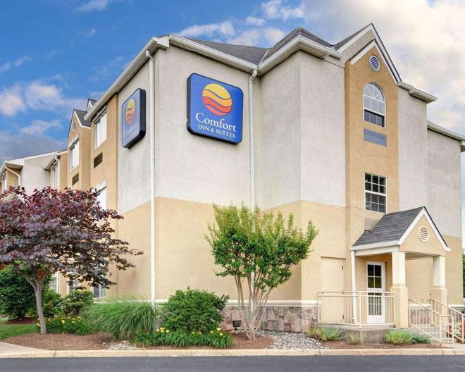 Comfort Inn & Suites Airport Dulles-Gateway - Sterling - Building