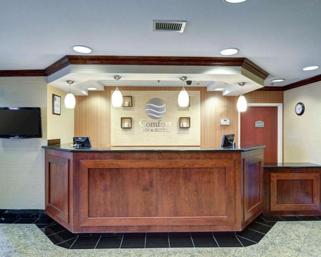 Comfort Inn & Suites Airport Dulles-Gateway - Sterling - Front desk