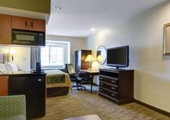 Comfort Inn & Suites Airport Dulles-Gateway - Sterling - Κρεβατοκάμαρα