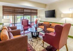 Quality Inn Tanglewood - Roanoke - Lounge