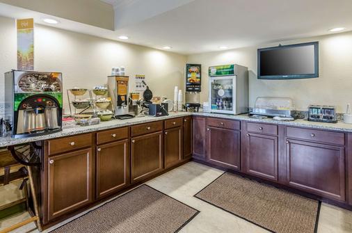 Quality Inn Tanglewood - Roanoke - Buffet