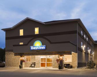 Days Inn by Wyndham Chetwynd - Chetwynd - Gebouw