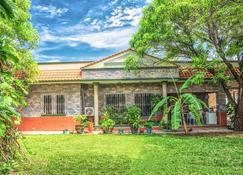 Casa grande y privada, jardín & estacionamiento - Salina Cruz - Edificio