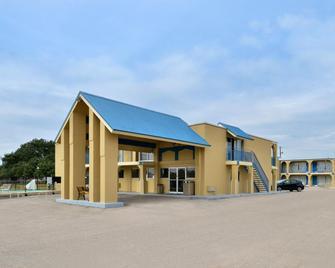 Americas Best Value Inn Schulenburg - Schulenburg - Gebäude