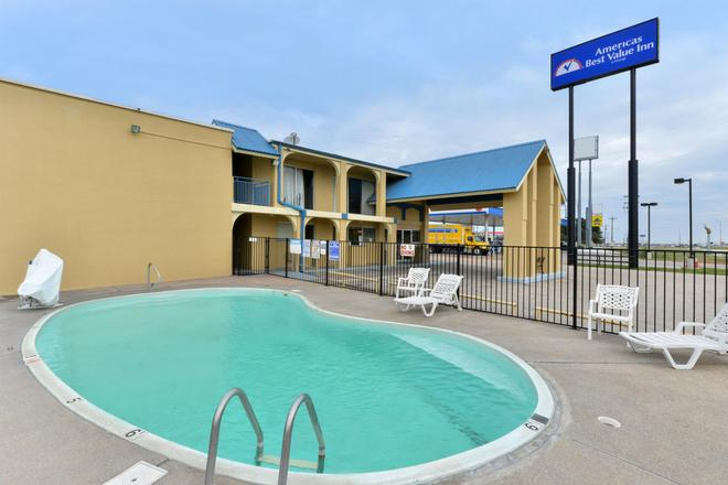 Americas Best Value Inn Schulenburg - Schulenburg - Pool