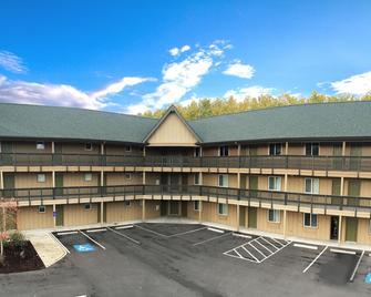 Life Northwest RV sites and Lodging - Harrisburg - Building