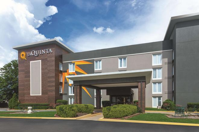 La Quinta Inn & Suites by Wyndham Atlanta Airport South - Atlanta - Building