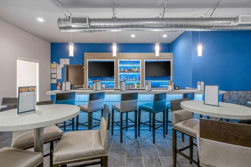 Clarion Inn And Suites Dfw North - Irving - Bar