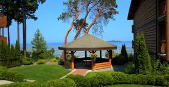 Tigh-Na-Mara Seaside Spa Resort - Parksville - Building