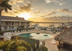 Cove Inn on Naples Bay - Naples - Pool