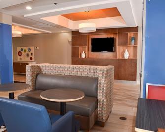 Holiday Inn Express & Suites Selma - Сельма - Лоббі