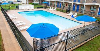 Motel 6 Palestine, TX - Palestine - Pool