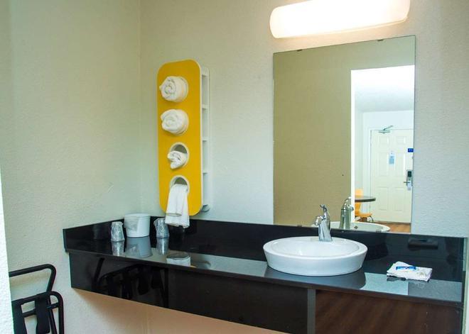 Motel 6 Palestine Tx - Palestine - Bathroom