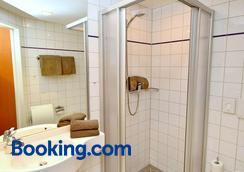 Hotel Zum Deutschen Hause - Hatten - Bathroom