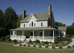Seven Oaks Bed and Breakfast - High Point - Building
