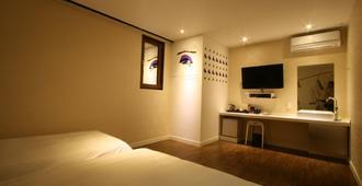 Boutique & Luxury Hotel At Noon - Jeju City - Bedroom