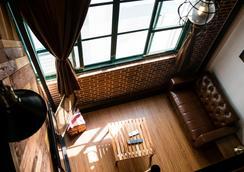 Loft.Wo Design Inn - Tainan - Lobby