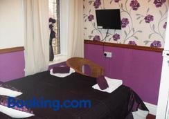 Bradleys Hotel - Blackpool - Phòng ngủ