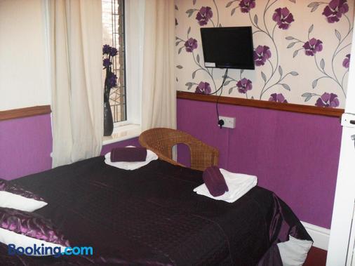 Bradleys Hotel - Blackpool - Bedroom